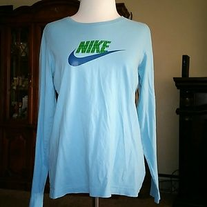 Nike long sleeve shirt size medium